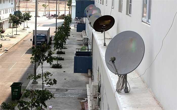 Hệ thống truyền hình, Internet cũng được lắp đặt đến từng căn hộ.