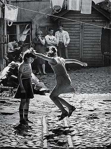 'Trò chơi trong sân', Mikhail Dashevsky, 1970.