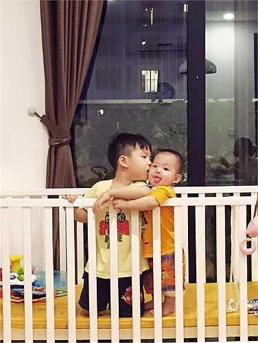 Đan Lê đã có những chia sẻ dành cho 2 cậu con trai rất tình cảm trên trang cá nhân.