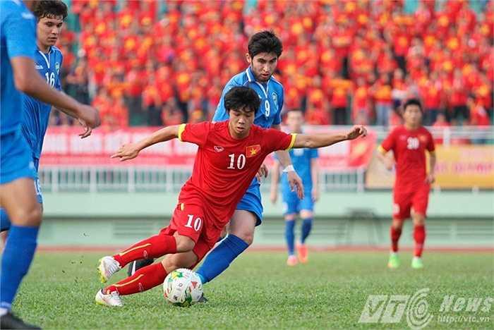 Tiền đạo: Nguyễn Công Phượng, sinh năm 1995, cao 1m68. Màn trình diễn của Công Phượng tại vòng loại U23 châu Á mới đây đã chứng tỏ, tài năng trẻ này đã sẵn sàng tỏa sáng ở cấp độ cao hơn.