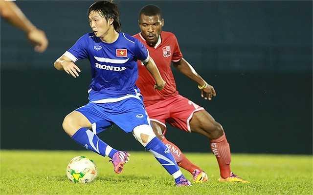 Tiền vệ: Nguyễn Tuấn Anh, sinh năm 1995, cao 1m73.