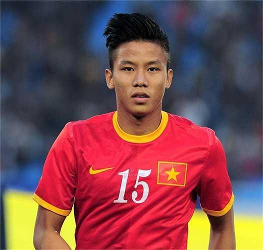 Trung vệ: Quế Ngọc Hải, sinh năm 1993, cao 1m80. Anh là một trong những cậu học trò theo HLV Miura lâu nhất từ khi ông sang Việt Nam.