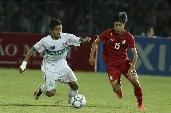 Hậu vệ trái: Lê Đức Lương, sinh năm 1994, cao 1m71. Với khả năng lên công về thủ miệt mài, Đức Lương khá phù hợp với triết lý mà HLV Miura đã áp dụng tại U23 lận ĐTQG Việt Nam.