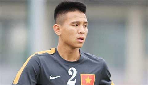 Hậu vệ phải: Trần Đình Hoàng, sinh năm 1991, cao 1m75. Anh chính là một trong những hậu vệ cánh toàn diện nhất của bóng đá Việt Nam hiện nay với khả năng lên công về thủ tốt, và từng được HLV Miura chấm một suất trên ĐTQG.