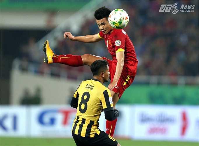 Tiền vệ trung tâm: Ngô Hoàng Thịnh, sinh năm 1992, cao 1m72. Cũng như Ngọc Hải, Hoàng Thịnh là một trong những học trò gắn bó nhất với HLV Miura từ khi ông sang Việt Nam.