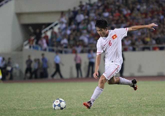 Tiền vệ trung tâm: Xuân Trường, sinh năm 1995, cao 1m77. Khả năng bọc lót, chuyền dài tốt là những yếu tố mà HLV Miura đặc biêt ưa thích ở một tiền vệ đánh chặn giữa sân.