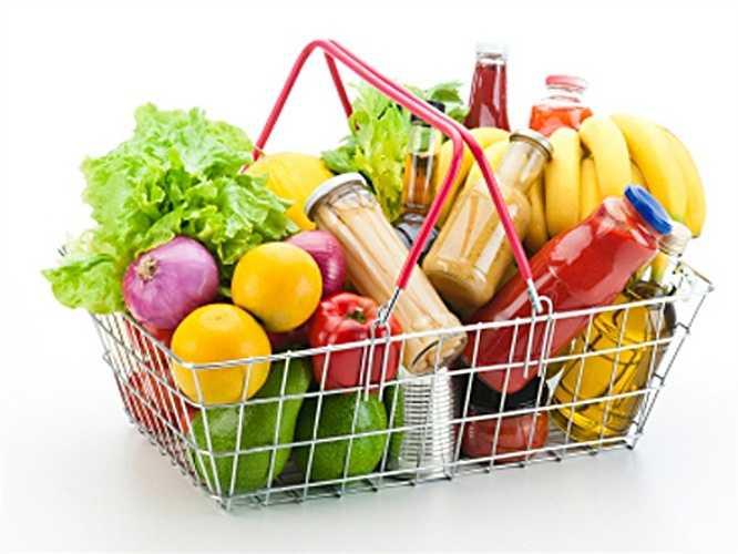 Kiểm tra hạn dùng: Chỉ cần liếc qua là bạn có thể dễ dàng biết được hạn dùng của thực phẩm. Hạn sử dụng không như nhau và phần lớn thực phẩm vẫn còn dùng được một vài ngày sau hạn này. Tuy nhiên, chất lượng của thực phẩm lúc đó sẽ không còn tốt nữa. Vì thế với thực phẩm quá hạn tốt nhất là nên bỏ đi.