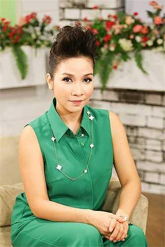 Sau nhiều năm sống tại Hà Nội, năm 2009, vợ chồng Mỹ Linh –  Anh Quân quyết định chuyển về khu biệt thự tại huyện Sóc Sơn - Hà Nội.