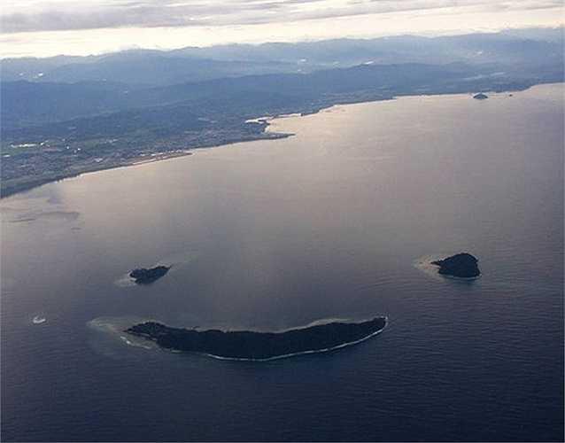 Đảo hình mặt cười, Malaysia: Các hòn đảo Manukan, Mamutik và Sulug đã được thiên nhiên kết hợp tạo thành một nụ cười chào đón du khách