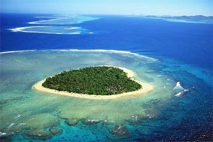 Đảo hình trái tim, Fiji: Đây là hòn đảo chính của Fiji với tên gọi Tavarua, toàn bộ hòn đảo được những rặng san hô tuyệt đẹp bao bọc xung quanh
