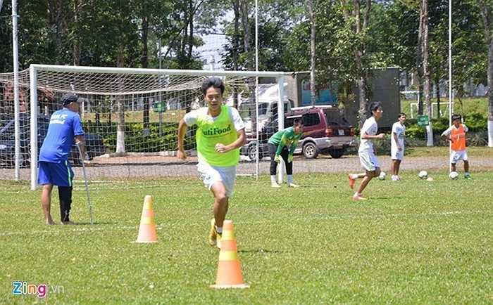 Văn Toàn tích cực hoà nhập với CLB sau khi trở về từ ĐT U23 Việt Nam. Văn Toàn là mẫu tiền đạo ưa thích của HLV Miura. Anh sở hữu tốc độ, lối chơi lăn xả cũng như kỹ thuật cá nhân khéo léo. Trận đấu trên sân Vinh giữa Sông Lam Nghệ An - Hoàng Anh Gia Lai diễn ra vào lúc 17h ngày 12/4.