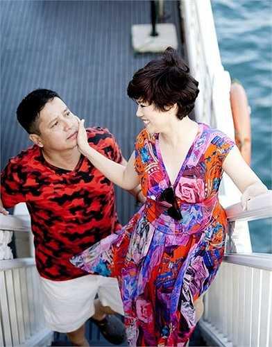 Từ ngày lấy nhau, NSƯT Chí Trung chưa từng tặng bà xã một bó hoa trong dịp kỷ niệm cưới vì năm nào cũng bận rộn với lịch diễn. Tới bây giờ, nghệ sĩ Ngọc Huyền cũng chưa được đeo nhẫn cưới.