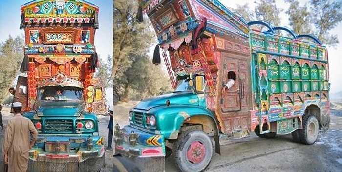 Phiên bản lỗi của xe chở ông già Noel tại Pakistan.