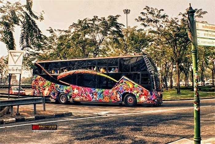 Thái Lan luôn nổi tiếng với phong cách làm du lịch độc đáo. Vậy nên, xe buýt tại đây cũng không phải dạng vừa