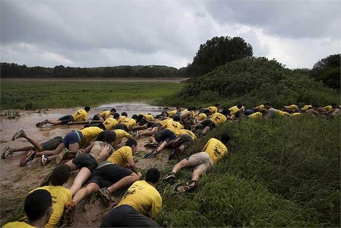 Họ thường trải qua một khóa đào tạo từ trong trường phổ thông để làm quen với cuộc sống quân ngũ sau này