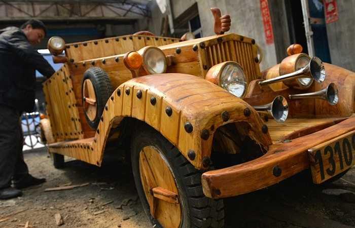Ông Liu không có bản vẽ mà chỉ nhờ đục, bào, gỗ có trong nhà để tạo ra chiếc xe