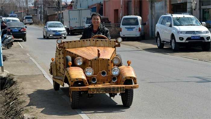 Xe chạy bằng điện thông qua thiết bị sạc. Hình ảnh chụp tham gia giao thông như các ô tô khác