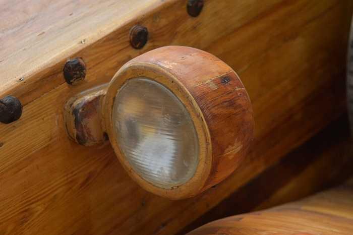 Đèn bằng gỗ