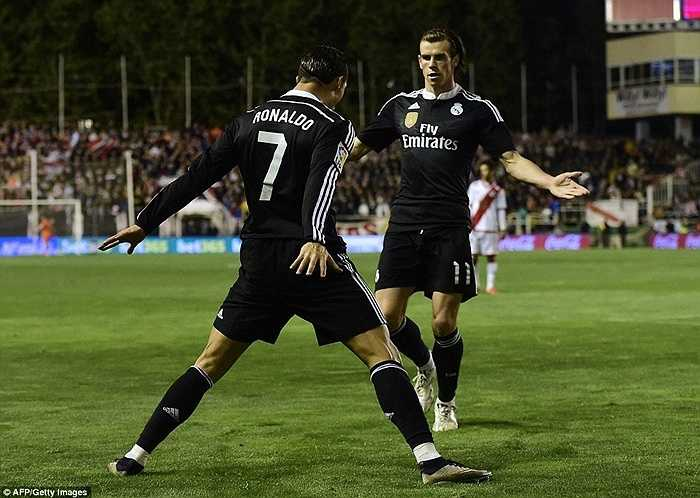 Tuy nhiên, chưa cần vượt Raul, cựu cầu thủ Man Utd đã đi vào lịch sử với tư cách là cầu thủ có hiệu suất làm bàn khủng khiếp nhất. Trung bình CR7 có 1,04 bàn/trận, vượt qua thành tích 0,92 bàn/trận của Puskas và 0,78 bàn/trận của Di Stefano