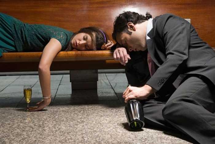 Với những người uống rượu nhiều, tốc độ teo lại của não tăng nhanh hơn, đặc biệt ở những vùng quan trọng của não, hậu quả là họ sớm bị mất trí nhớ.