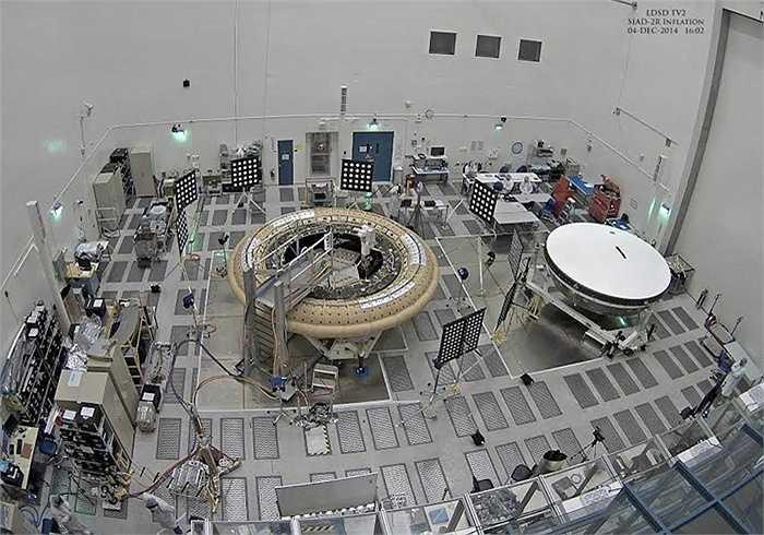 Bộ phận giảm tốc SIAD là một thiết kế ống có thể thổi phồng, giúp mở rộng kích thước tổng thể của LDSD với đường kính từ 4,5 m - 8 m. SIAD bọc quanh thân tàu vũ trụ và được thổi phồng bằng khí nén.