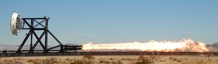 Để đạt được tốc độ lớn chưa từng có, các kỹ sư của NASA gắn phương tiện bay vào một chiếc xe trượt có động cơ tên lửa, sau đó thổi phồng thiết bị khi LDSD đạt tốc độ siêu âm.