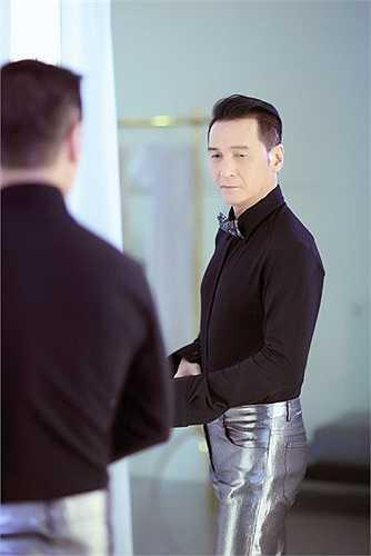 Đầu tư chỉn chu về âm nhạc, trang phục, ca sĩ Nguyễn Hưng không quên cực lực tập luyện với vũ đoàn cũng như tranh thủ thu âm những ca khúc mới để có được Sol Vàng hoành tráng nhất.