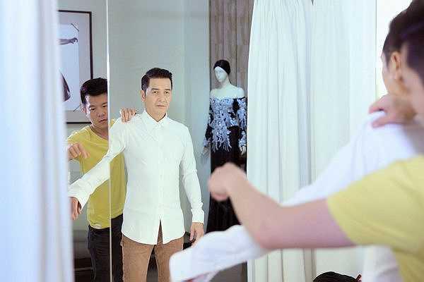 Nguyễn Hưng đang rất háo hức để được đứng trên sân khấu Sol Vàng để hát những bản tình ca mà anh được khán giả yêu mến hàng chục năm qua