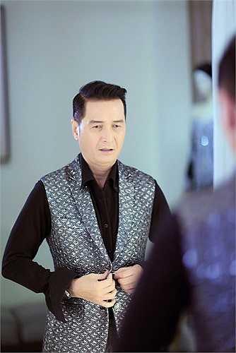 Là một trong những NTK đương đại nổi bật của làng thời trang Việt Nam, NTK Công Trí còn là cái tên được rất nhiều người nổi tiếng săn đuổi.