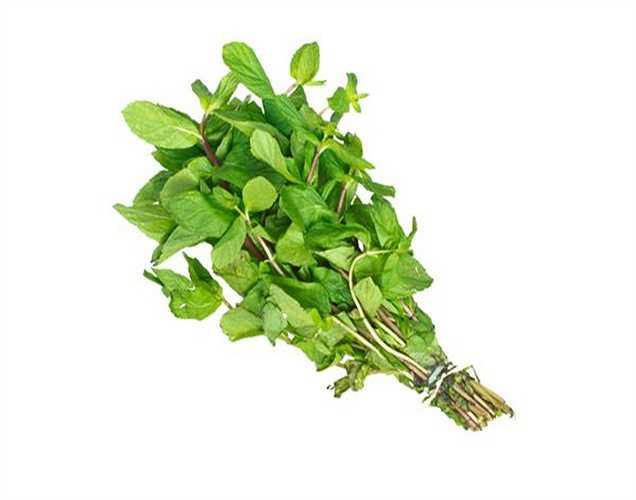 Trị gàu: Thực hiện một gói lá bạc hà, nước cốt chanh và đất sét (multani mitti) sau đó bôi lên mái tóc của bạn để thoát khỏi gàu.