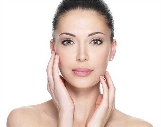 Làm sạch da: Đun sôi lá bạc hà trong nước và  đun đến khi nước bốc hơi còn một nửa, để nguội và sử dụng nước đó  như nước hoa hồng, để làm sạch da và loại bỏ dầu da.