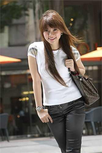 Cô còn được mệnh danh là 'nàng công chúa của V-pop' nhờ nụ cười ngọt ngào và khả ái.