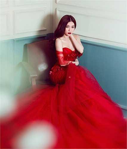 Vẻ đẹp sexy, quyến rũ gợi cảm của Thu Thủy sau hơn 10 năm gia nhập làng giải trí.