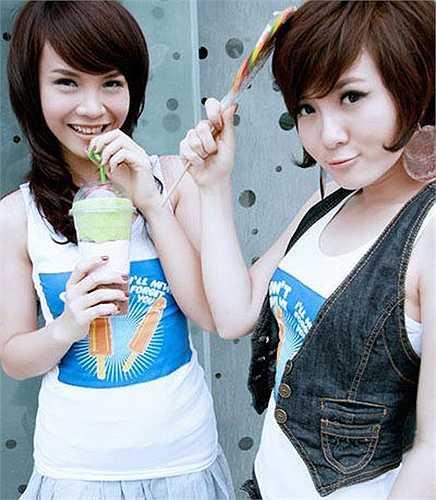 Sau khi tách khỏi Mây Trắng và thành lập nhóm Song Yến cùng chị gái Yến Trang vào năm 2007, giọng ca 'Muộn màng' tiếp tục theo đuổi phong cách thời trang và làm đẹp khá đáng yêu. Khuôn mặt người đẹp lúc đó vẫn hơi to và thô (phải).