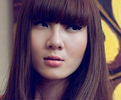 Năm 2009, Yến Nhi khiến công chúng bất ngờ khi đánh dấu việc quay trở lại Vbiz bằng hình ảnh nữ tính, dịu dàng với những kiểu tóc xoăn bồng bềnh và trang điểm mắt sắc sảo. Gu thời trang sành điệu, đẳng cấp hơn cũng giúp ngôi sao được đánh giá cao về diện mạo.