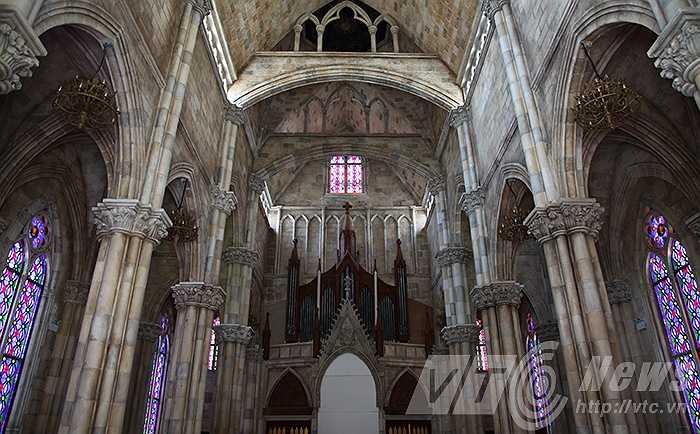 Nhà thờ sở hữu kiến trúc đẹp theo phong cách nhà thờ đá của Pháp