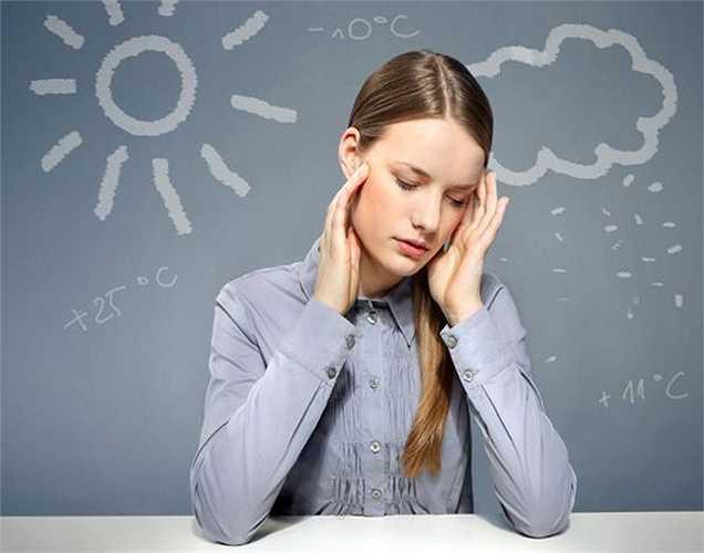 Nhức đầu: Người ta bị đau đầu và đau nửa đầu khi áp suất khí quyển giảm hoặc khi độ ẩm tăng đột biến, những người sống ở vùng khí hậu ổn định ít bị chứng đau nửa đầu hơn những người sống tại những nơi có thời tiết thay đổi thường xuyên.