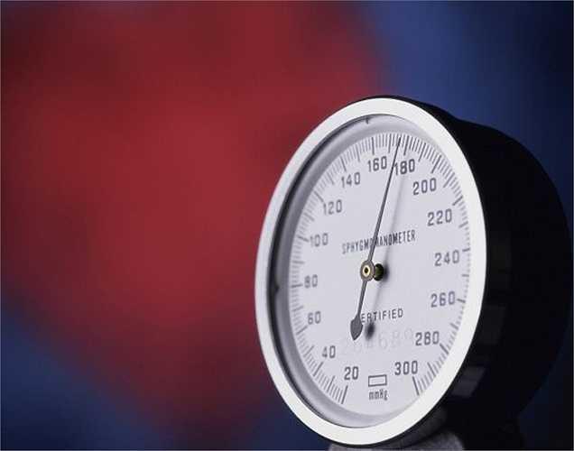 Huyết áp: Thời tiết có ảnh hưởng lớn đối với huyết áp. Khi trời trở lạnh, các mạch máu bị thu hẹp hơn, máu lưu thông trong cơ thể khó hơn, làm huyết áp tăng lên.