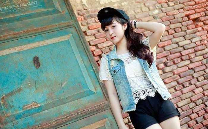 Cô bạn dễ thương này là Nguyễn Thạch Thảo, sinh ngày 20/8/1996, đến từ Việt Trì- Phú Thọ .