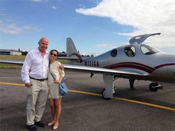 Có máy bay riêng, nhà thuê 200 triệu đồng/ tháng, cùng loạt hàng hiệu đắt đỏ.