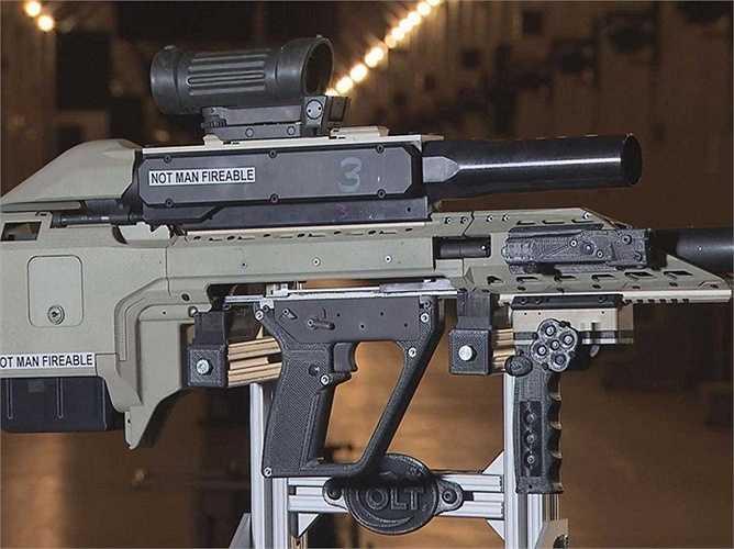 14. Quân đội Canada đã phát triển vũ khí vô cùng hiện đại này. Nó gồm có súng phóng lựu, súng trường bán tự động và súng săn được gắn chung lại