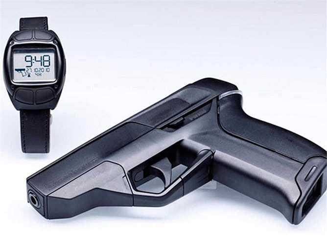 4. Armatix iP1. Khẩu súng lục này đòi hỏi kết nối với một chiếc đồng hồ đeo tay trong phạm vi 25cm bằng cách nhận diện vân tay để có thể khai hỏa