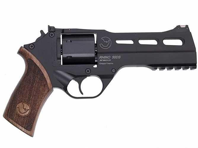 6. Chiappa Rhino. Loại súng lục được thiết kế đặc biệt khi bắn toàn bộ lực nảy lại sẽ hướng về cổ tay của người bắn chứ không hướng về phía trước và điều này sẽ khiến đường đạn chính xác hơn