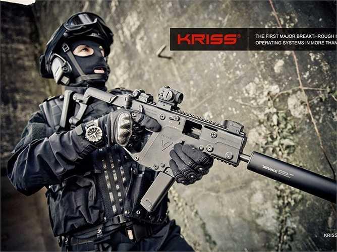 7. KRISS Vector. Điểm đặc biệt của loại súng tiểu liên này là có thể sử dụng bắn bằng một tay với độ chính xác gần như tuyệt đối, hạn chế việc súng bị giật ngược trở lại khoảng 60%.