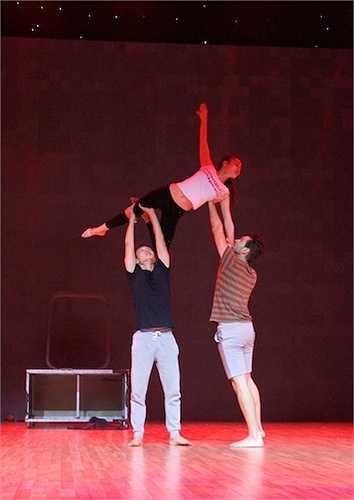 Còn ở bài thi thứ hai, cô sẽ sở dụng điệu Múa, Slow Foxtrot và Pasodoble để chinh phục khán giả.