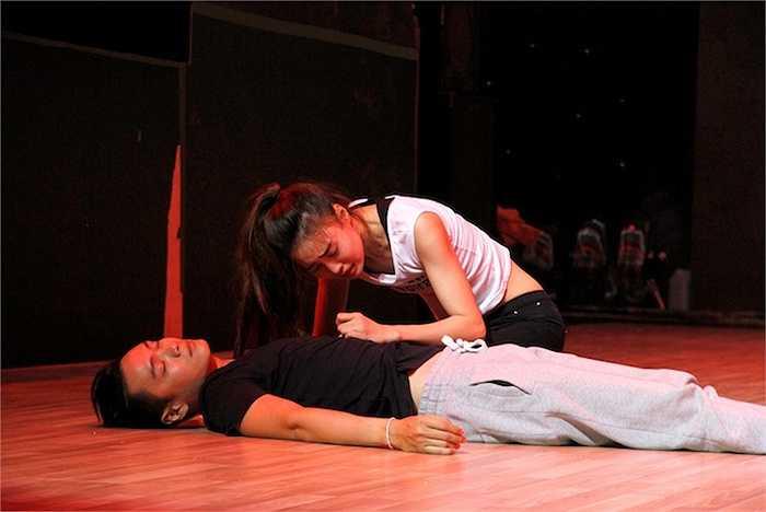 Lan Ngọc sẽ mang đến cho người xem chuyện tình tay ba của cô ca kĩ mù Tiểu Muội cùng chàng Lưu và Kim Bộ Đầu trong bộ phim nổi tiếng Thập diện mai phục.