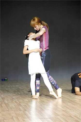 Đến với đêm Chung kết, thí sinh cuối cùng của Top 4 Angela Phương Trinh sẽ thể hiện tài năng của mình với hai bài diễn đầy cảm xúc.