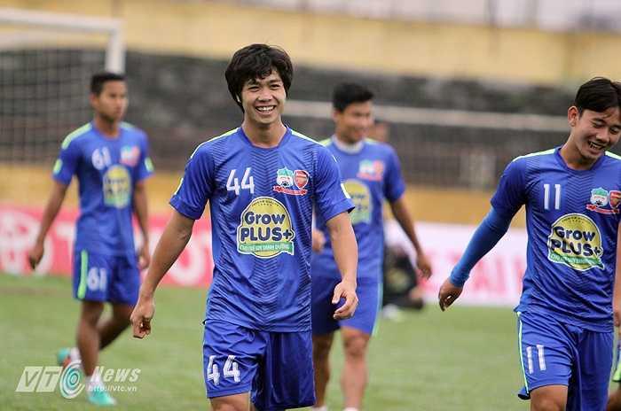 Trở về từ U23 Việt Nam, Công Phượng bản lĩnh hơn trước. Anh dường như đã dần quen với áp lực của một cầu thủ luôn được chú ý đặc biệt.(Ảnh:Hà Thành)