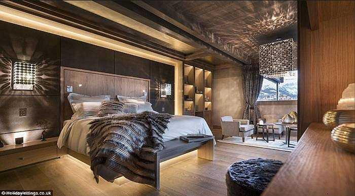 Megève Chalet - Mont Blanc (Pháp) có giá 17.143 bảng/đêm: Không gian rộng rãi với căn nhà có thể chứa 12 người lớn, 4 trẻ em, 7 phòng ngủ. Mỗi phòng ngủ có tivi plasma, minibar