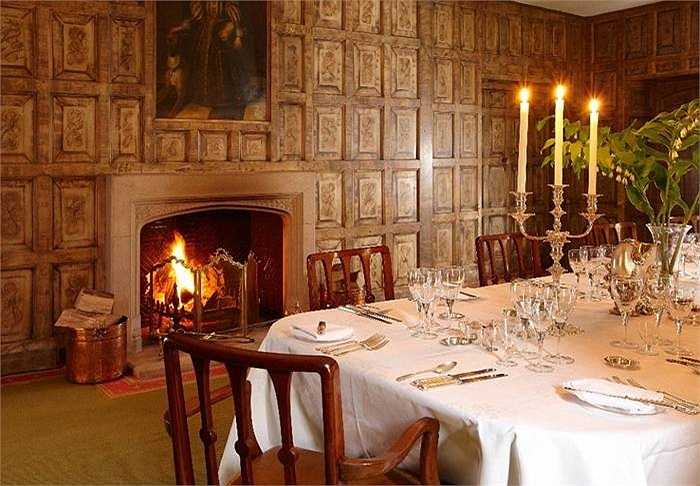 Phòng ăn rộng đủ phục vụ những bữa tiệc nhiều người